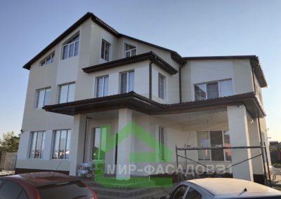 Фасадная отделка короедом дома в поселоке Таврово 6, улица Слободская